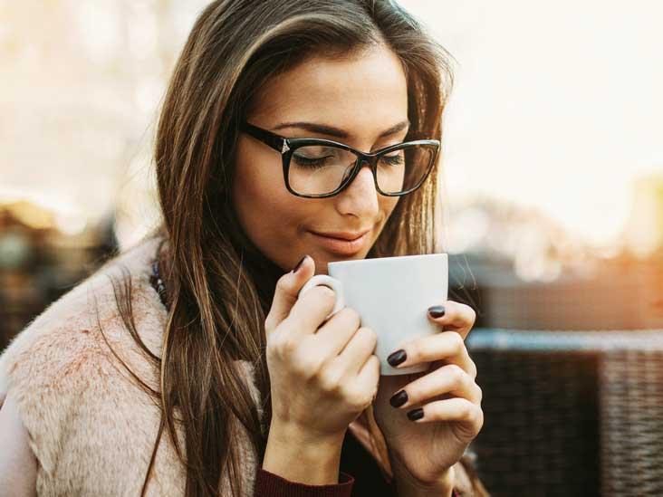AN365-Woman-coffee-cup-732x549-Thumb