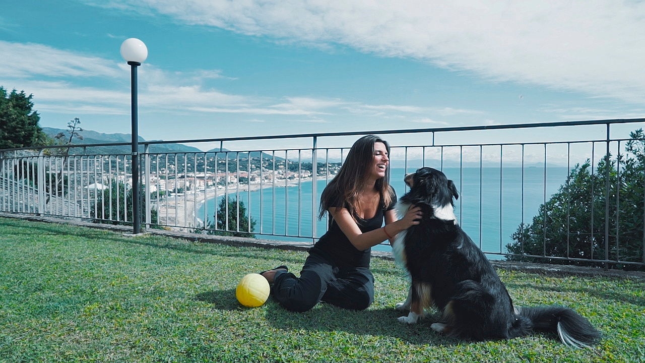 Adglow documentary - Giulia at home